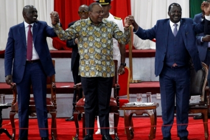 William Ruto, Uhuru Kenyatta et Raila Odingo lors du lancement de la réforme Building Bridges Initiative en 2019.
