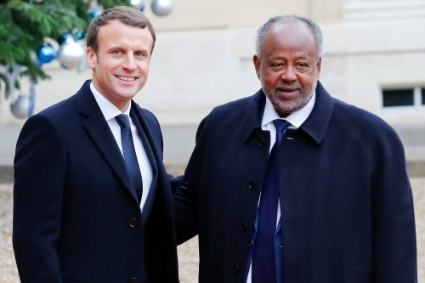 Emmanuel Macron and Ismaïl Omar Guelleh, in 2017 in Paris